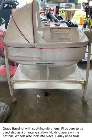 Graco bassinet with soothing vibrations and changing table for Sale in Auburndale, FL