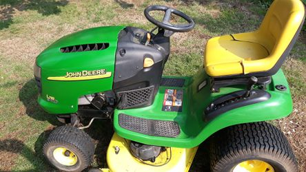 Riding Lawn Mower John Deere l118 for Sale in Vancouver,  WA