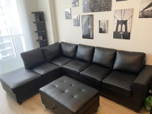Black sectional with black storage ottoman for Sale in Miami, FL
