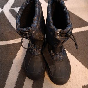 SIZE 3 CHILDREN'S SNOW BOOTS for Sale in Santa Ana, CA