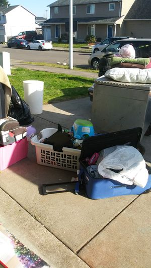 Free Baby 3-6mon.clothes tubs,kids clothes and toys, miscellaneous stuff take all 3170 Tierra Dr NE Salem ,Or for Sale in Brooks, OR