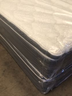 King Size Pillow Top Mattress And Box Spring for Sale in Arlington,  TX