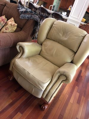 Leather recliner for Sale in Palm Beach Gardens, FL