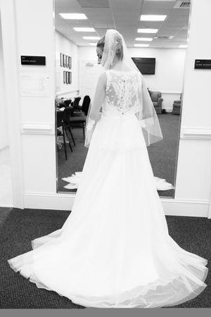 Allure Bridal Wedding Dress- Size 6 for Sale in Chesapeake, VA