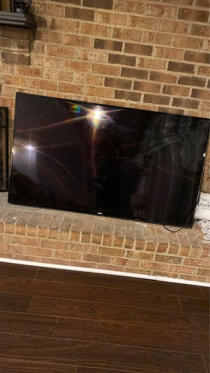 65 inch flat screen Cracked doesn't work for Sale in Norfolk, VA