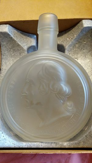 Beautiful GEORGE WASHINGTON Decanter New in box Make offer Vintage for Sale in Independence, OH
