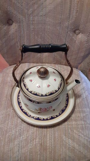 Antique teakettle, lid and serving tray, great condition. for Sale in Cloverdale, IN