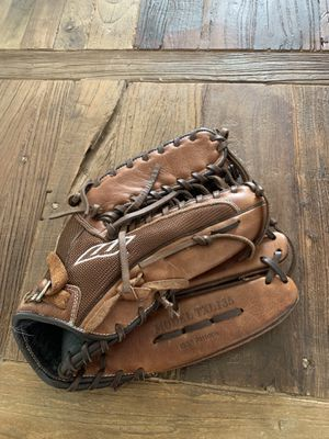 "Worth TXL135 13.5"" men's softball glove for Sale in Saint Petersburg, FL"