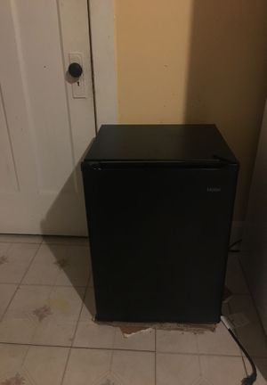 Haier mini fridge for Sale in Chicago, IL