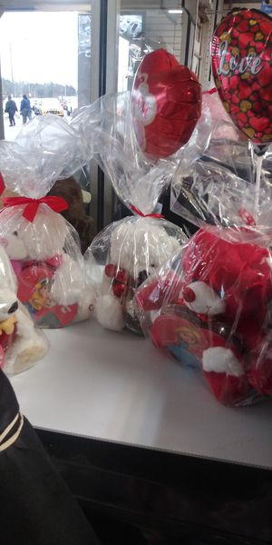 Used, Custom made gift baskets for Sale for sale  Forest Park, GA