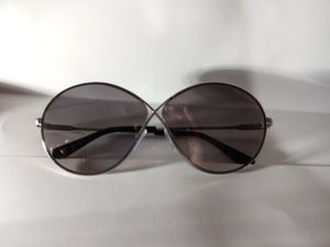 Tom ford sunglasses shades rania-02 tfl564 silver with grey gradiant for Sale in Alameda, CA