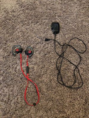 Beats wireless headphones with charger no ear caps for Sale in Fresno, CA