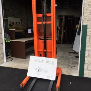 Hydraulic Lift Maximum Lifting Hight 11 FT for Sale in Southampton, NY