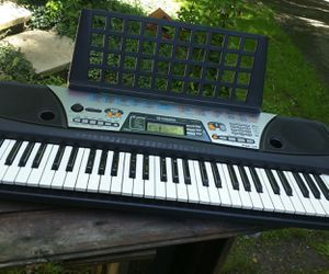 Not full size YAMAHA PSR-175 Music Keyboard with DJ Voices for Sale in NEW CUMBERLND, WV