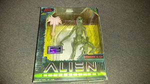 Hasbro Signature Series Movie Edition Alien Resurrection newborn alien action figure 2in box mint condition for Sale in St. Louis, MO