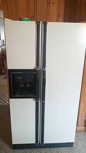 Kenmore Frost Less Refrigerator for Sale in Gulfport, FL