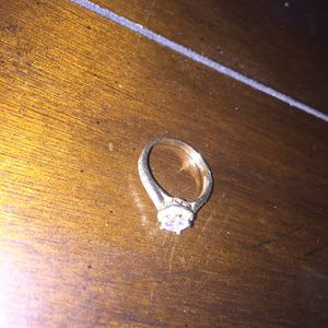 10kt Gold Ring for Sale in Colton, CA