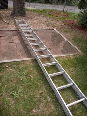 28ft Aluminum ladder for Sale in Mount Oliver, PA