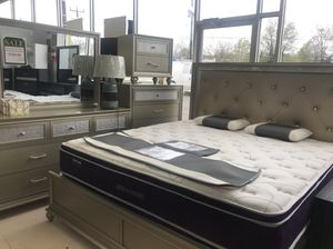 QUEEN BEDROOM SET for Sale in Silver Spring, MD