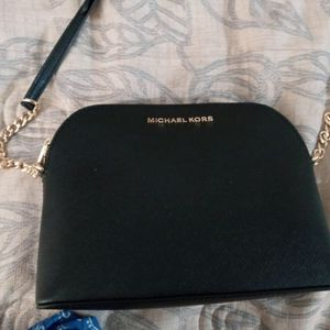 Michael Kors Hand Bag for Sale in Cerritos, CA