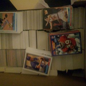 ($25) Shoe box of cards over 2,000 baseball,football,basketball for Sale in Everett, WA