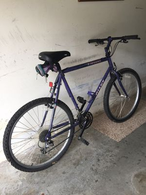Giant Iquana Bike Good Shape for Sale in Lithonia, GA