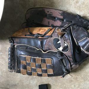 Louisville baseball glove for Sale in Murfreesboro, TN