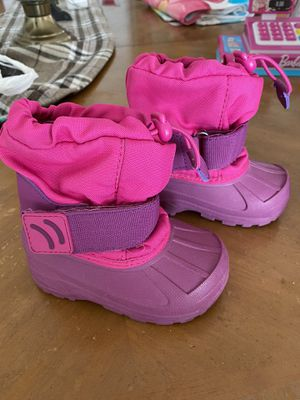 Snow boots Size toddler 5-6 for Sale in Hialeah, FL