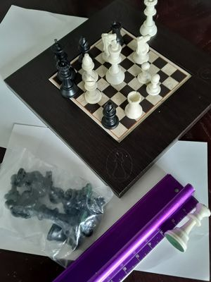 Chess piece never used stock - Plastic 2 Queens for Sale in Miami Lakes, FL