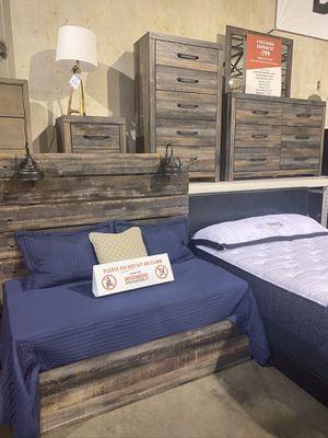 4Pc Queen Bedroom Set for Sale in Portland, OR