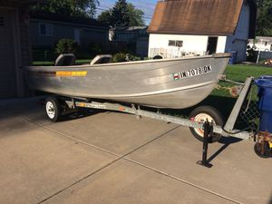 1990 Grumman 14' V Aluminum Fishing Boat for Sale in Oak Lawn, IL