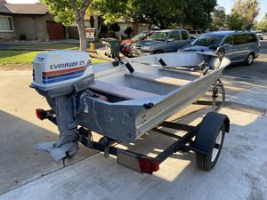 Boat Aluminum V boat 14 ft for Sale in Modesto, CA