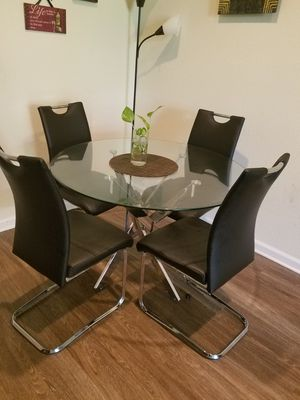 Like new! glass table and 4 black chairs for Sale in San Jose, CA