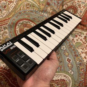 Akai 25 Midi Keyboard for Sale in Fort Lauderdale, FL