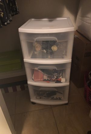 Plastic 3 drawer for Sale in Caruthers, CA
