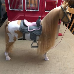 Our Generation RED Horse Trailer & Palomino Paint Hairplay Horse with accessories The 21pc Mane Attraction Horse Trailer from Our Generation is the pe for Sale in Hollywood, FL