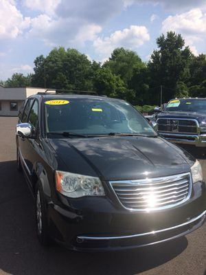 2011 Chrysler town and country minivan six and under auto ladder navigational system fully loaded for Sale in Levittown, PA