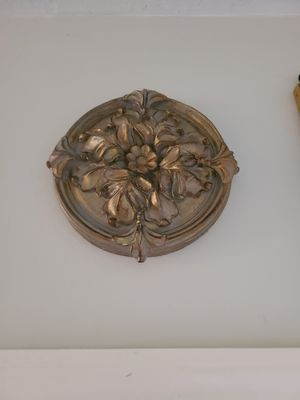 2 ceramic/plaster decorations for Sale in Apopka, FL