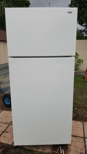 HOTPOINT REFRIGERATOR $250 for Sale in Tampa, FL