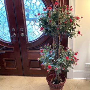 Gorgeous Quality Realistic Silk Rose Topiary Floral Arrangement Flower Decor for Sale in Hinsdale, IL