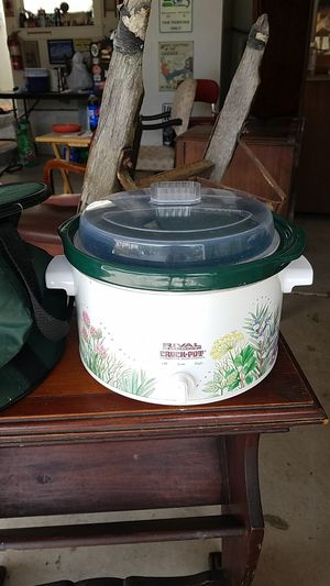 Fun rival crock pot with carrying case for Sale in Portland, OR