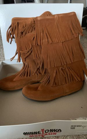 Minnetonka Fringed Suede Boot for Sale in Plymouth, MI