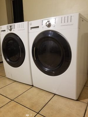 KENMORE ELITE WASHER AND ELECTRIC STEAM DRYER for Sale in Glendale, AZ