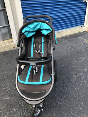 Graco jogging stroller for Sale in Richmond, VA
