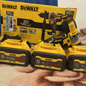 Dewalt DCD999 Flexvolt Advantage Hammer Dril 3 Bateries 3hap. $300. for Sale in Phoenix, AZ