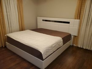 King white bed with mirror LED light, for Sale in Ada, MI