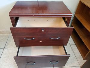 2 drawer file cabinet with key. Laminate wood. for Sale in Orlando, FL