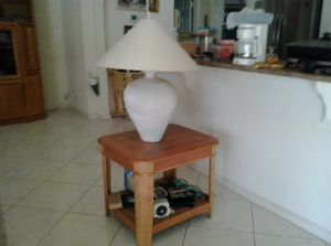 End table with lamp for Sale in Boynton Beach, FL
