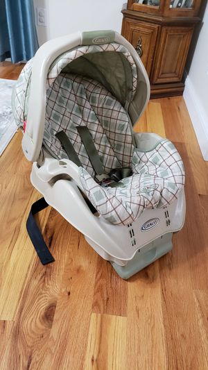 Baby car seat (rear or front facing) for Sale in Madison, CT