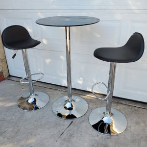 Round Pub Table With 2 Bar Stools for Sale in North Las Vegas, NV
